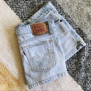 Levi's} Light Washed Denim Shorts